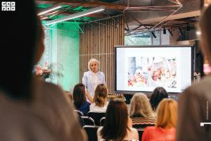 Нутрициолог Ольга Угрюмова рассказывает о питании на девичнике клуба красоты authentica club нижний новгород
