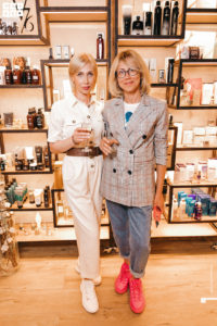 Две девушки на летнем мероприятии клуба красоты authentica club нижний новгород
