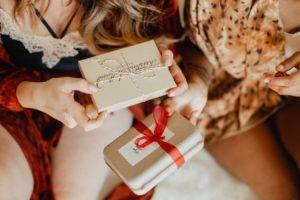 Подарок-сюрприз каждому, кто купит более 2 средств в магазине косметики authentica club нижний новгород